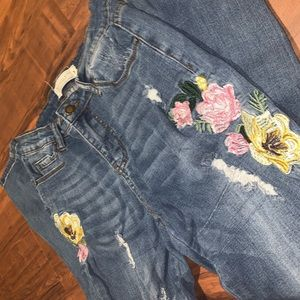 Floral Embroidered Distressed Jeans